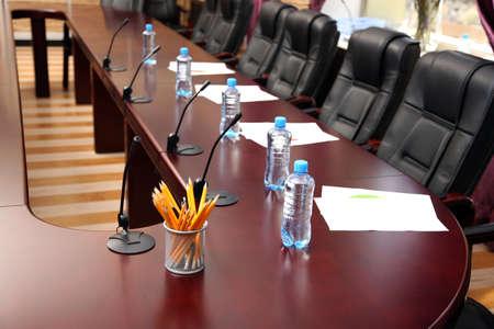 sala de reuniones: Interior de la sala de conferencias vac�a