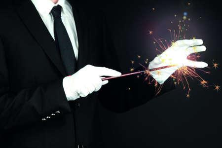 mago: mago rendimiento sobre fondo oscuro Foto de archivo