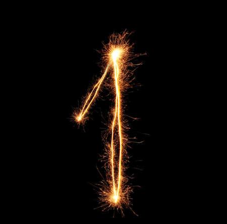 黒の背景に花火に番号「1」