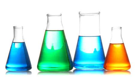 material de vidrio: Tubos de ensayo con l?idos coloridos aislados en blanco