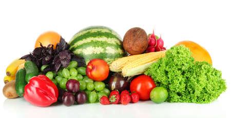 frutas tropicales: Diferentes frutas y verduras aislados en blanco