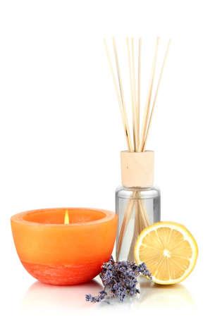 Aromatic Sticks für Zuhause mit fruchtiger Geruch isoliert auf weiß Standard-Bild