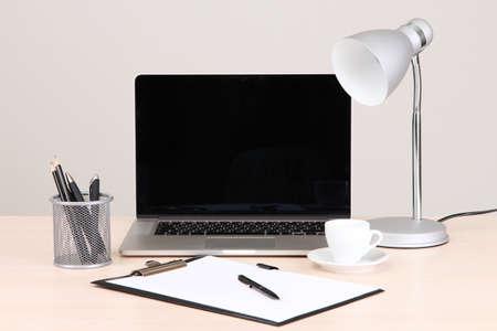 Office werkplek met computer, close-up