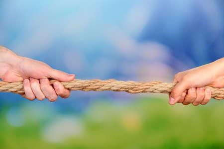business rival: Tira y afloja, en el fondo brillante