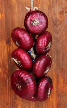 aftertaste: Fresh red onions on wooden background