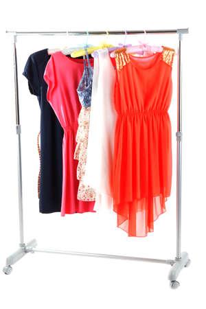 ropa de verano: Hermosos vestidos colgados en perchas aislados en blanco Foto de archivo