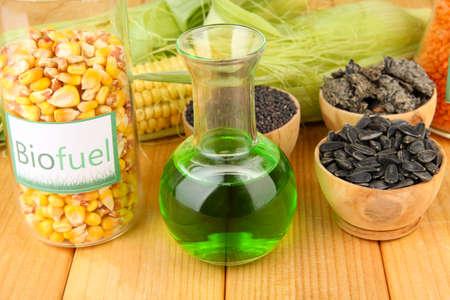 Conceptuele foto van biobrandstof. Op heldere achtergrond