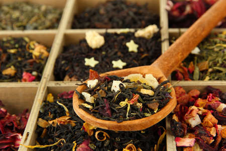 assortment of dry tea in wooden box, close up Imagens