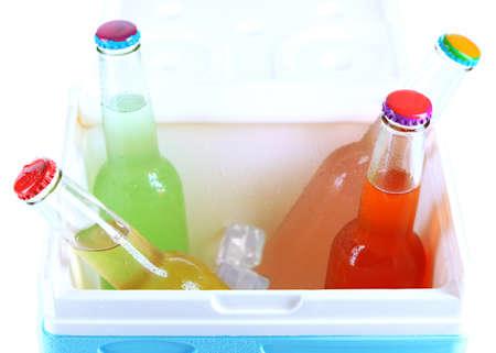 Mini Kühlschrank Durchsichtig : Getränke in glasflaschen in mini kühlschrank close up lizenzfreie