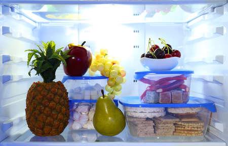 nevera: Frigor�fico lleno de comida
