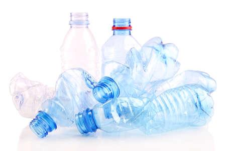 Botella de plástico aislado en blanco