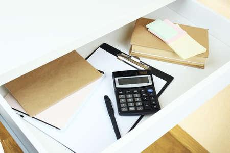 Forniture ufficio a cassetto aperto scrivania vicino