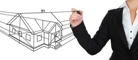Zakenvrouw tekening schets van de huis-project op wit wordt geïsoleerd