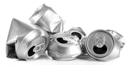 crushed aluminum cans: Aplastado latas de cerveza de metal aisladas en blanco Foto de archivo