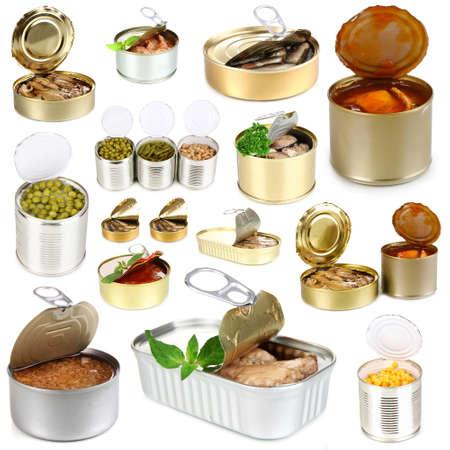 comida rica: Collage de latas con alimentos aislado en blanco