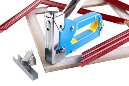 Bouw nietmachine en houten frames geïsoleerd op wit Stockfoto