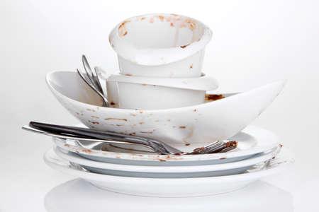 apilar: Platos sucios aislados en blanco