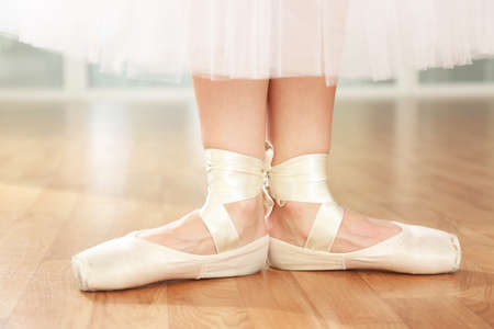 pointes: Ballerina legs in pointes in dancing hall
