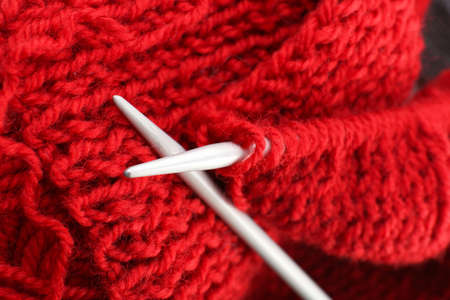 spokes: Knitting with metal spokes close up