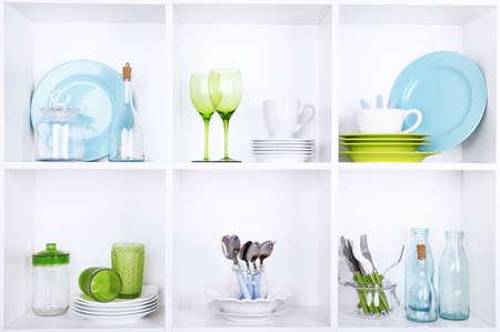 Kook- en eetgerei op mooie witte planken Stockfoto