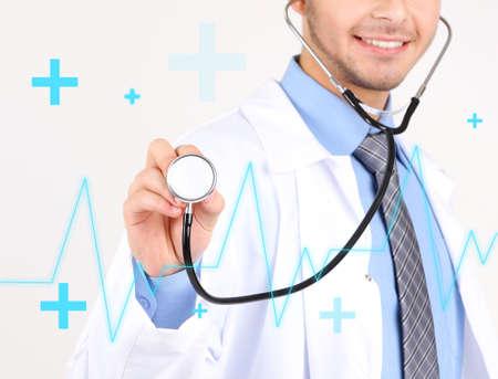 tachycardia: Doctor aislado en blanco