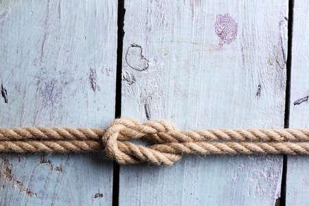 nudo: Nudo marina en el fondo de madera