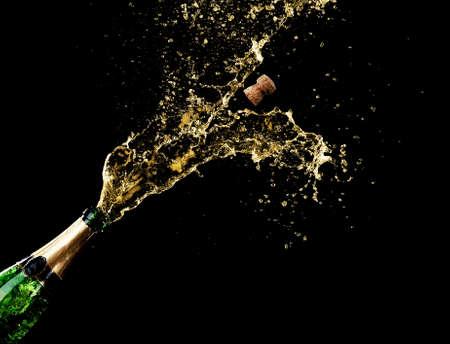 Champagne spatten op zwarte achtergrond Stockfoto - 30718942