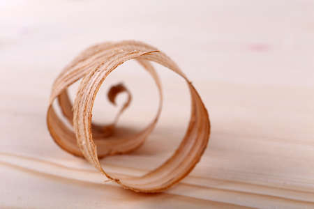 houtkrullen: Wood shavings on wooden background Stockfoto
