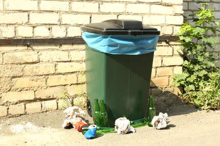 segregate: Recycling bin outdoors