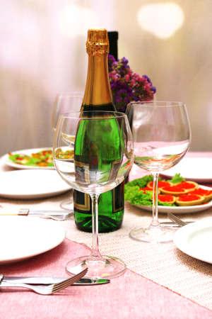 bootle: Restaurant table setting