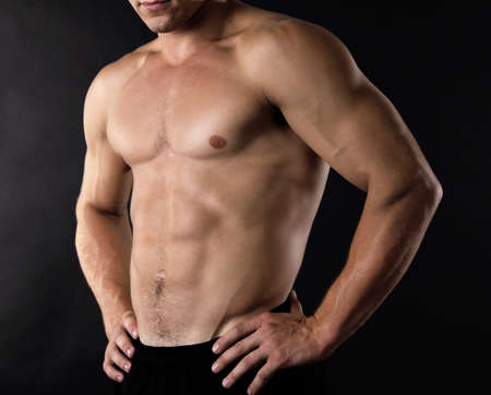 musculation: Sexy muscular man on dark background