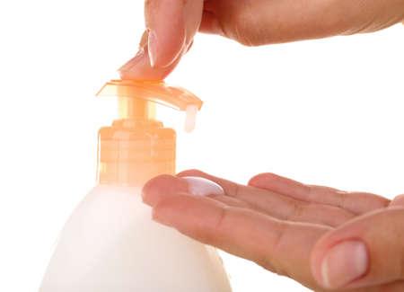 jabon liquido: Mujeres manos con jabón líquido aislado en blanco