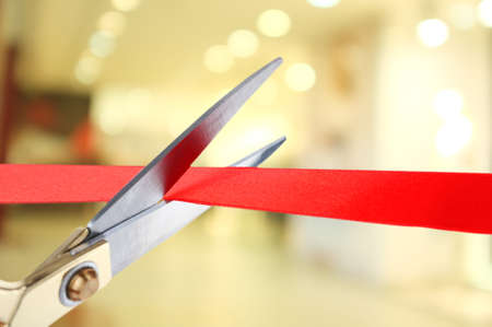 apertura: Gran apertura, cortando la cinta roja Foto de archivo