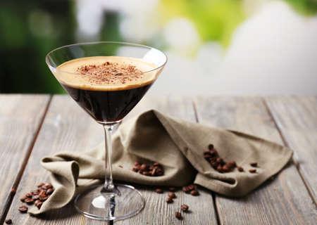copa martini: Espresso c�ctel servido en la mesa