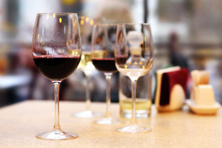 wine tasting: Wine tasting in bar