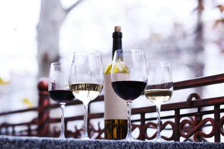 tasting wine: Wine tasting in bar