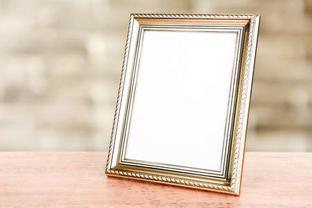 Photo frame on wooden table on wall background 스톡 콘텐츠