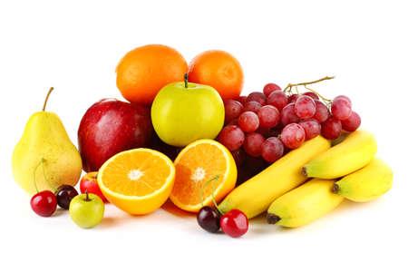 frutas: Frutos maduros aislados sobre fondo blanco