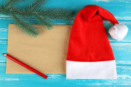 De Santa Sombrero Rojo Con La Rama De Abeto, Hoja De Papel Y Lápiz ...