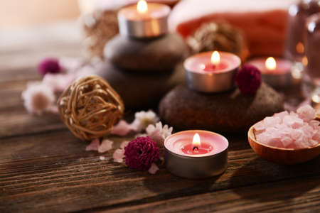 productos naturales: Composici�n de tratamiento de spa en el fondo de madera