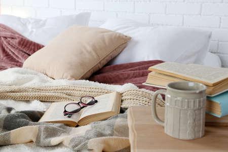 예약 및 침대 근접 안경 스톡 콘텐츠