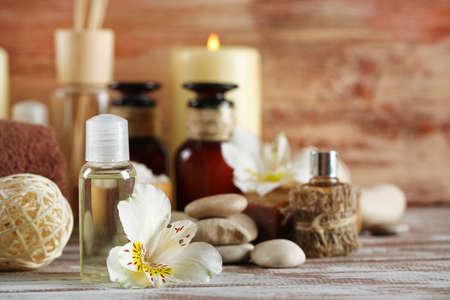 productos de belleza: Composición de tratamiento de spa en el fondo de madera
