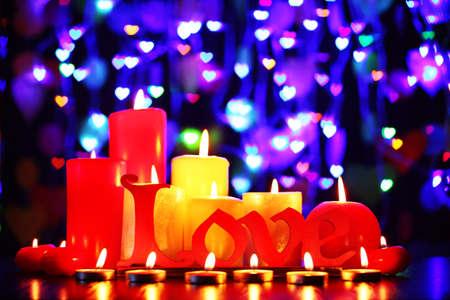 involving: Candele accese per San Valentino, matrimoni, eventi che coinvolgono l'amore.