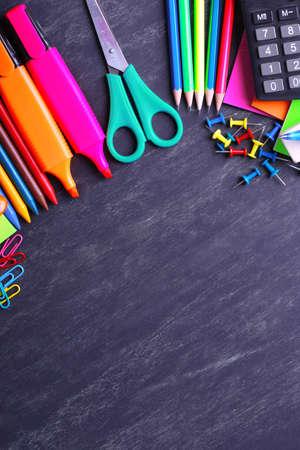 material escolar: Los útiles escolares de primer plano