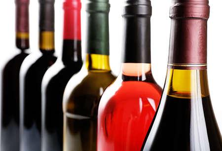 Weinflaschen in Zeile Nahaufnahme Standard-Bild - 38074290