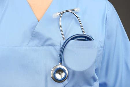 estetoscopio: Doctor con el estetoscopio, primer plano