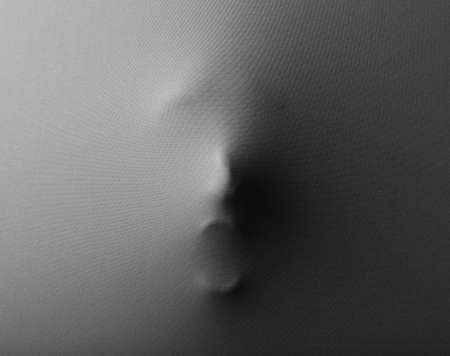 공포 배경으로 패브릭을 통해 눌러 인간의 얼굴을 비명