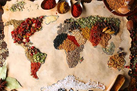 Kaart van de wereld gemaakt van verschillende soorten kruiden, close-up Stockfoto