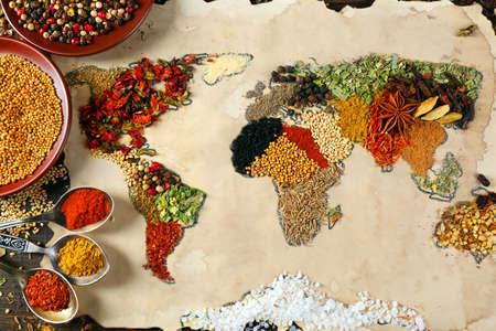 comercio: Mapa del mundo hecho de diferentes tipos de especias, primer plano Foto de archivo