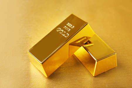 barra: Barras de oro en la mesa de close-up